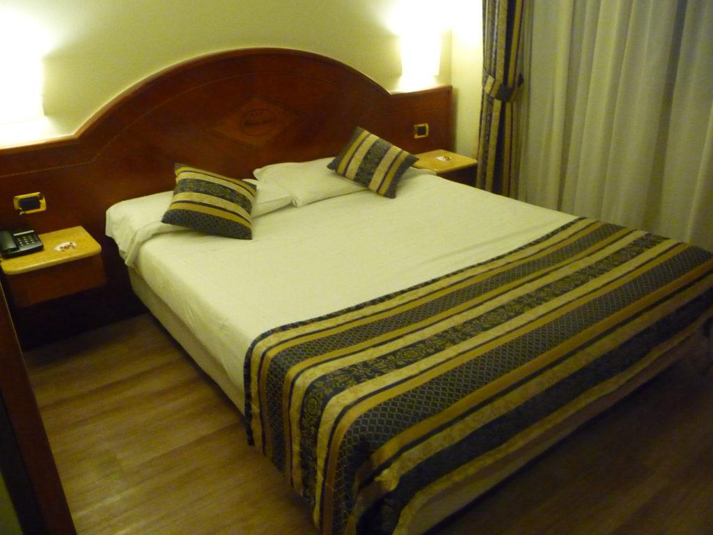 Hotel Baviera Mokimba Milano - Letto